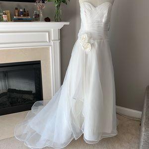 White wedding dress never worn or altered!